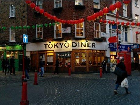 。o○ 東京ダイナー ○o。 時給£7.55 ★ 全員有給休暇・2食付