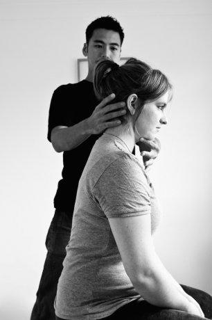 姿勢を良くして、腰痛や肩こりを根本から改善! アレクサンダーテクニーク
