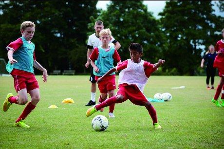 英国名門私立校で開催されるサマースポーツキャンプに参加しませんか?!