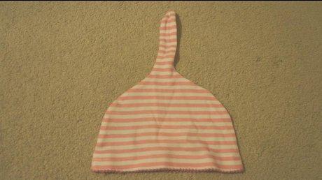 新品Hello Kittyベビー帽子(9~18ヵ月)