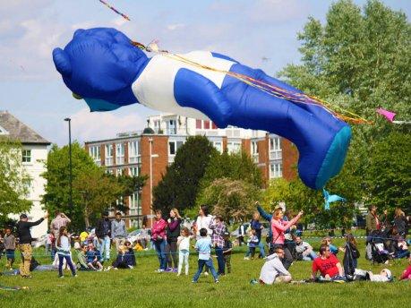 凧揚げ大会にファミリーで参加しませんか?