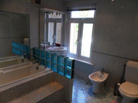 ウェストハロー 三寝室 日本式お風呂付 テラスハウス