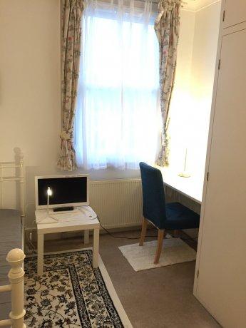 北西ロンドン広いシングルルーム・駅より2分・ホテル並の綺麗な家です。
