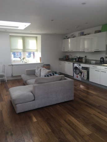 Zone 2 NW3 room available