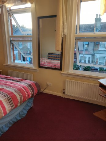 Very nice double room available with English teach