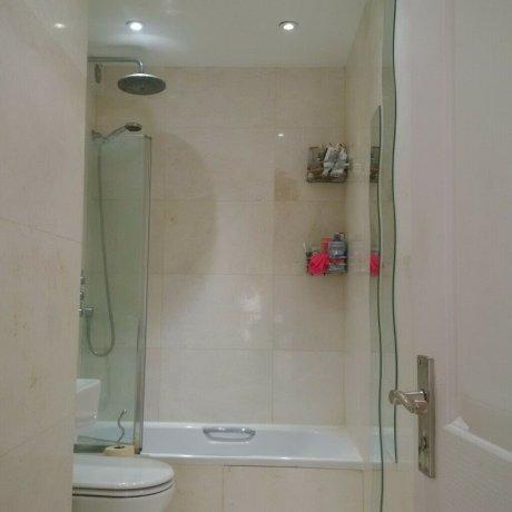専用バスルーム・キッチン付きのスタイリッシュダブルベッドルーム賃貸