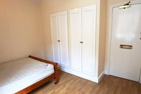 8月ご入居可能South Kensington,4階のスタジオフラット‼
